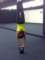 Kettlebell_handstand