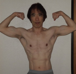Yoshi_biceps_pose_feb_20th_2018_2